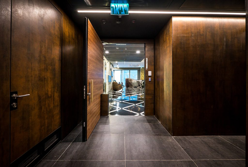 דלת כניסה villa בניין אמות