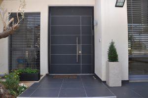 דלת villa בחיפוי זכוכית צבועה