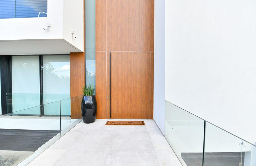 דלת villa 2 חיפוי דמוי עץ