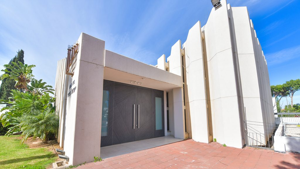 דלתות כניסה villa בכניסה לבית בכנסת ברמת גן