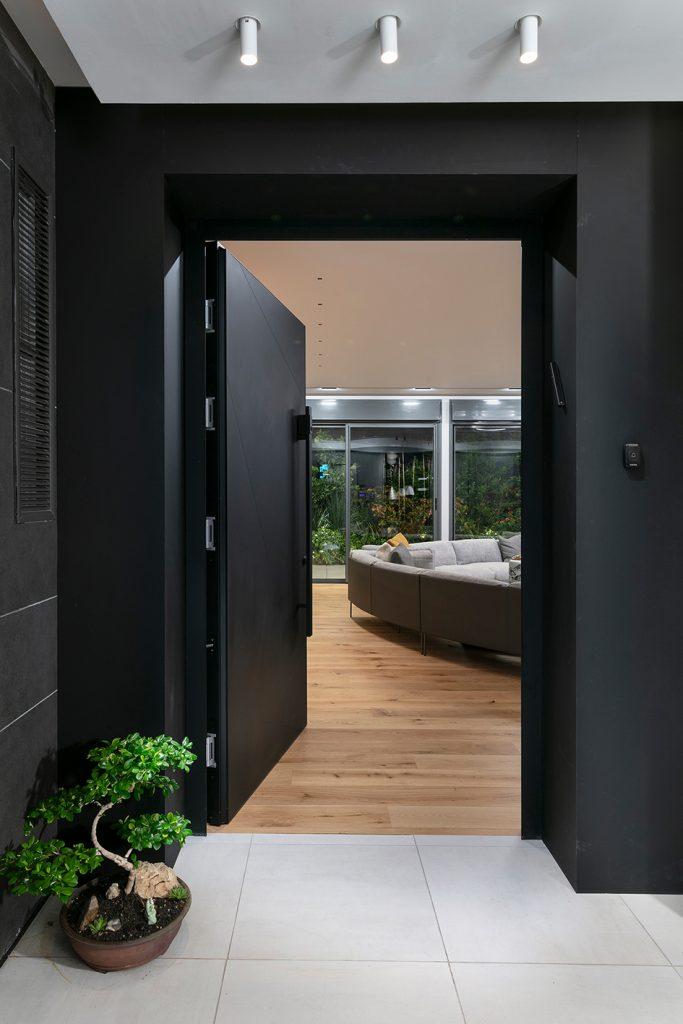 דלת villa בחיפוי אלומיניום שחור